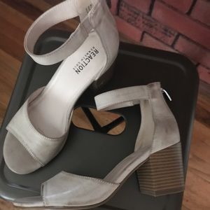 Kenneth Cole Size 6 1/2 Nude Heels